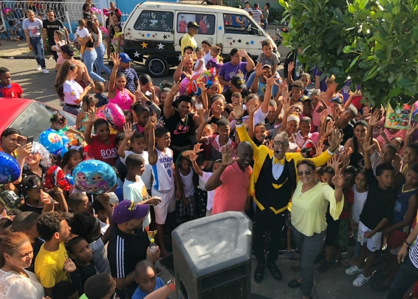Sandra Fernández lleva alegría a niños de la circunscripción tres