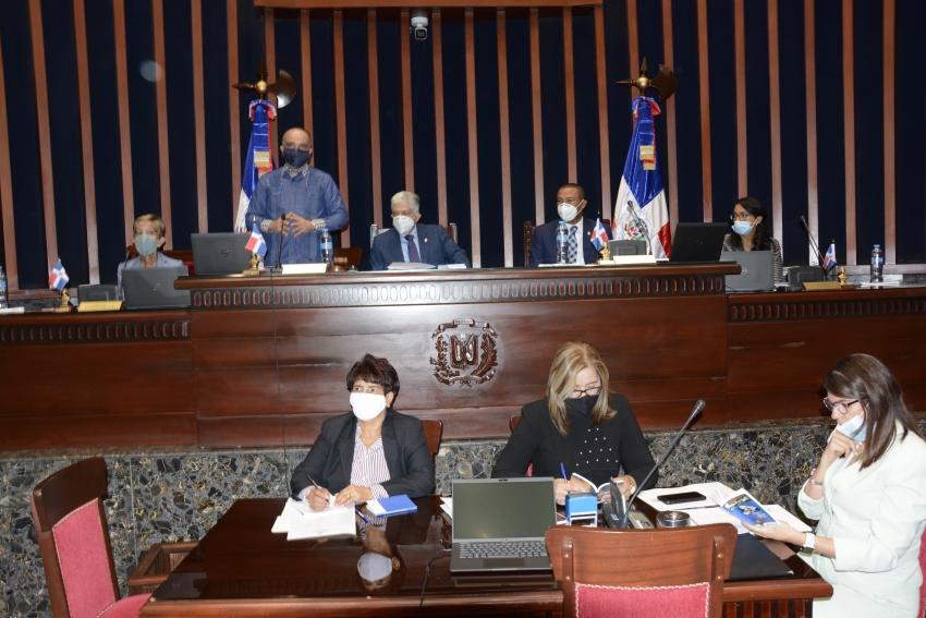 Senadores electos ensayan protocolo realizarán en sesiones