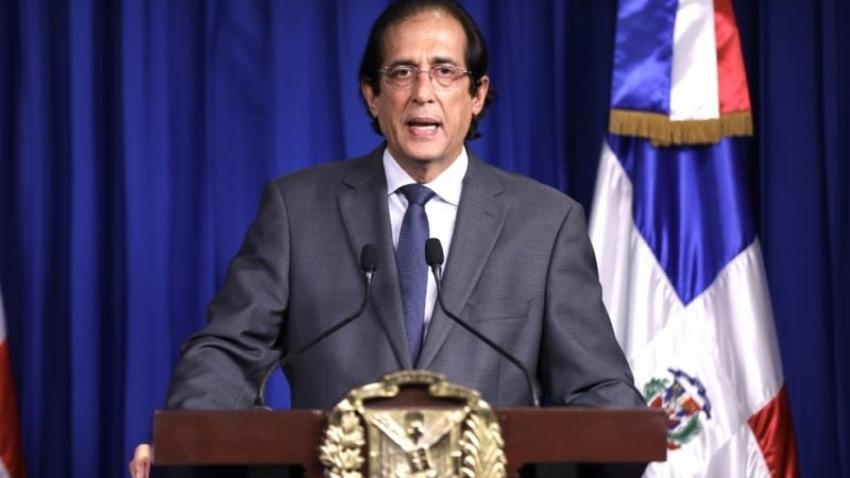Ministro de la Presidencia anuncia más incentivos a médicos ven a los pacientes internos