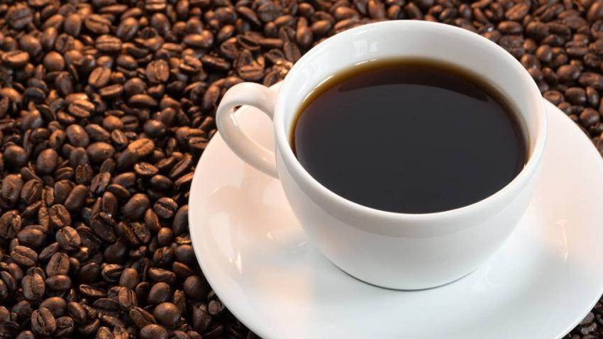 CHINA.-Una mujer de 30 años de Wuhan (Hubei, China) se fracturó tres costillas durante un ataque de tos debido a una osteoporosis precoz producida por su adicción al café, bebida de la que ingirió una media de diez tazas diarias en los últimos siete