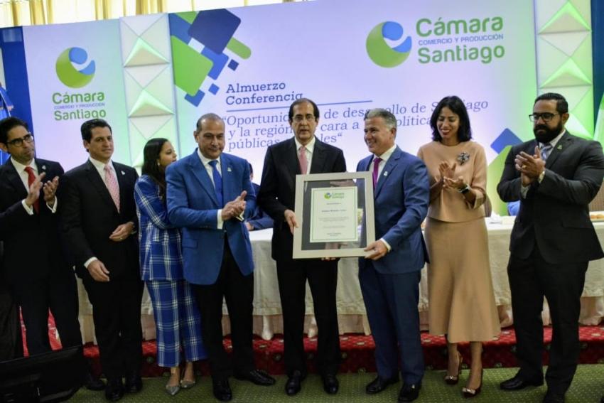 Montalvo anuncia en Santiago proyectos de empleo joven, formación y alianzas público-privadas