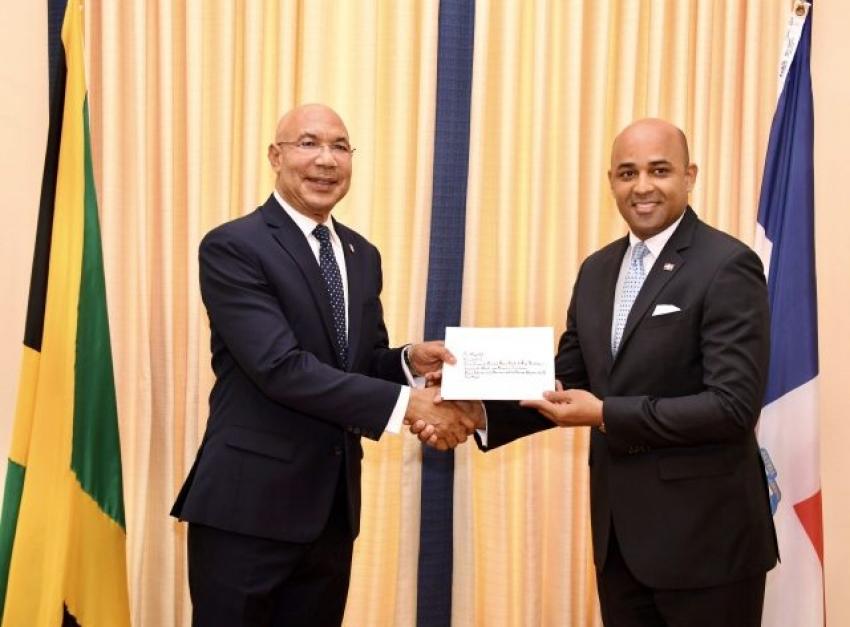 Embajador dominicano presenta cartas credenciales en Jamaica