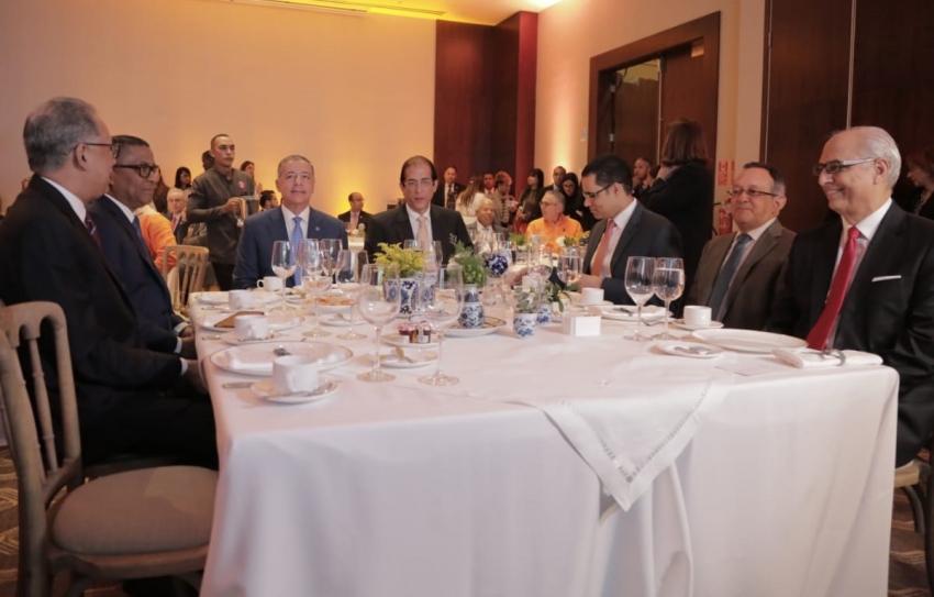 Ministro Montalvo presenta plan para el desarrollo turístico de Pedernales a embajadores y directores de medios