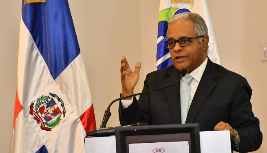 Ministro salud asegura no ha abandonado diálogo con el CMD