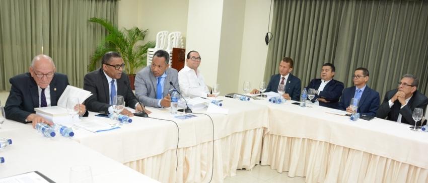 Comisión Bicameral recibe al ministro de Obras Públicas en el marco del estudio Proyecto General de Presupuesto del Estado