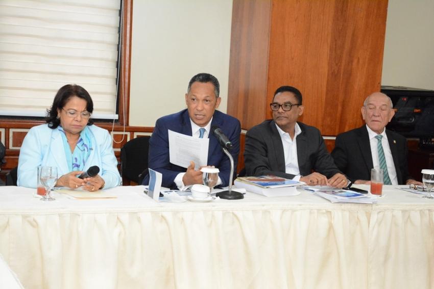 Comisión Bicameral escucha petición de la UASD para que se le incremente presupuesto