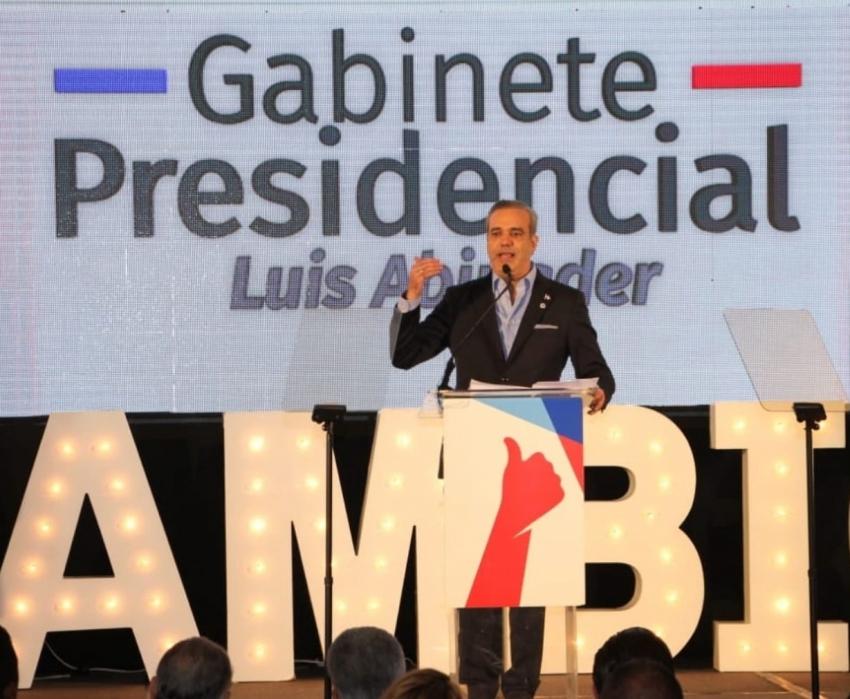 Luis Abinader propone cambiar clientelismo por derechos
