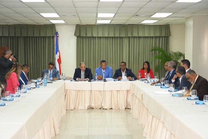 Comisión Bicameral escucha al director de Aduanas y a empresarios fronterizos en torno al Proyecto de Ley de Presupuesto General del Estado
