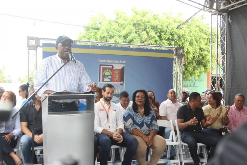 MOPC Y ASDE inician asfaltado de calles del sector El Almirante