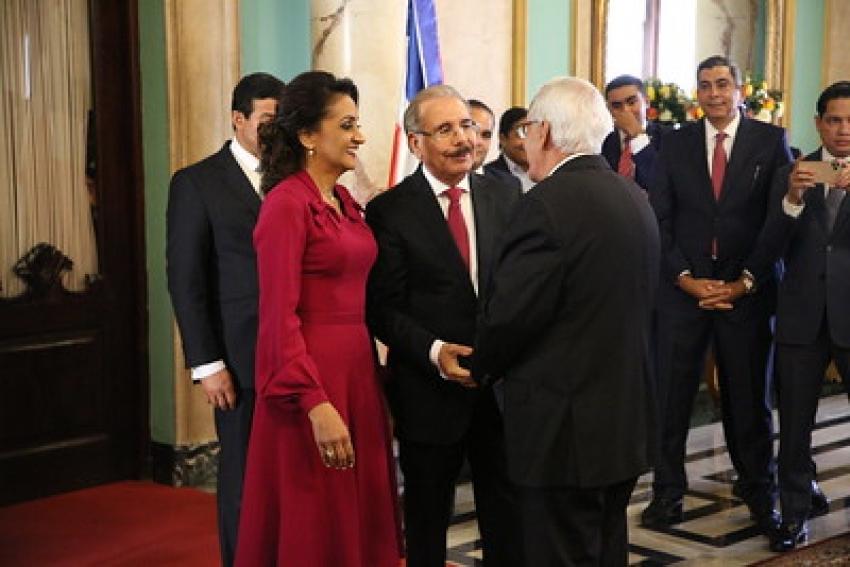 Presidente Danilo Medina y primera dama, Cándida Montilla de Medina, reciben saludos de Año Nuevo en el Palacio Nacional