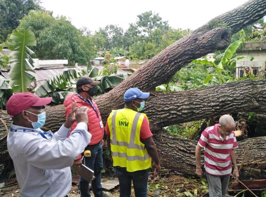 Grupo técnico del INVI atendió a familias afectadas por la tormenta Laura